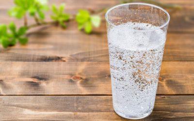 Acqua gassata: fa bene o male?